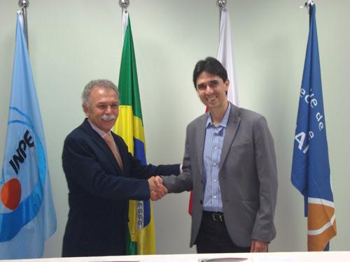 Ricardo Galvão e Antonio Abelém celebram assinatura de Protocolo de Intenções.
