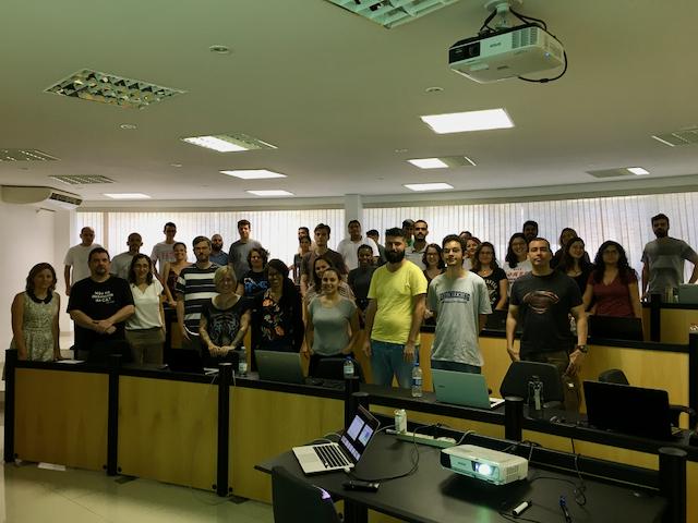 Foto: Instrutores e alunos durante o Curso de Verão em Geoinformática e Ciência de Dados - 2020
