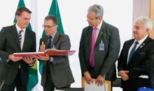 Imagem Presidente recebe equipe brasileira do satélite CBERS 04A