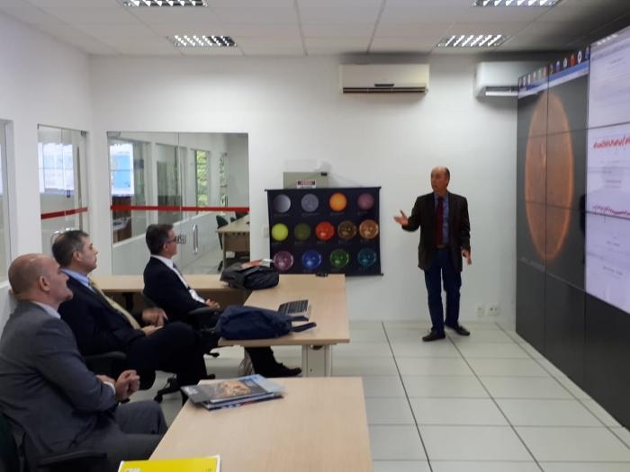 Visita às instalações do Embrace, o Programa de Clima Espacial do INPE