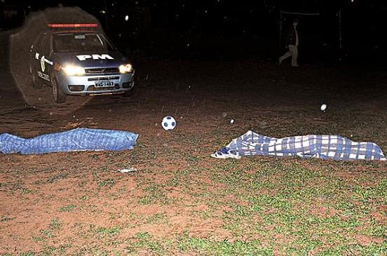 raio mata dois adolescentes que jogavam futebol em águas lindas